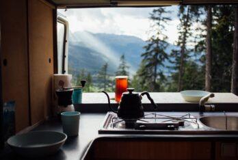 Cómo usar la cocina de autocaravana y que incluimos en nuestro kit de cocina.