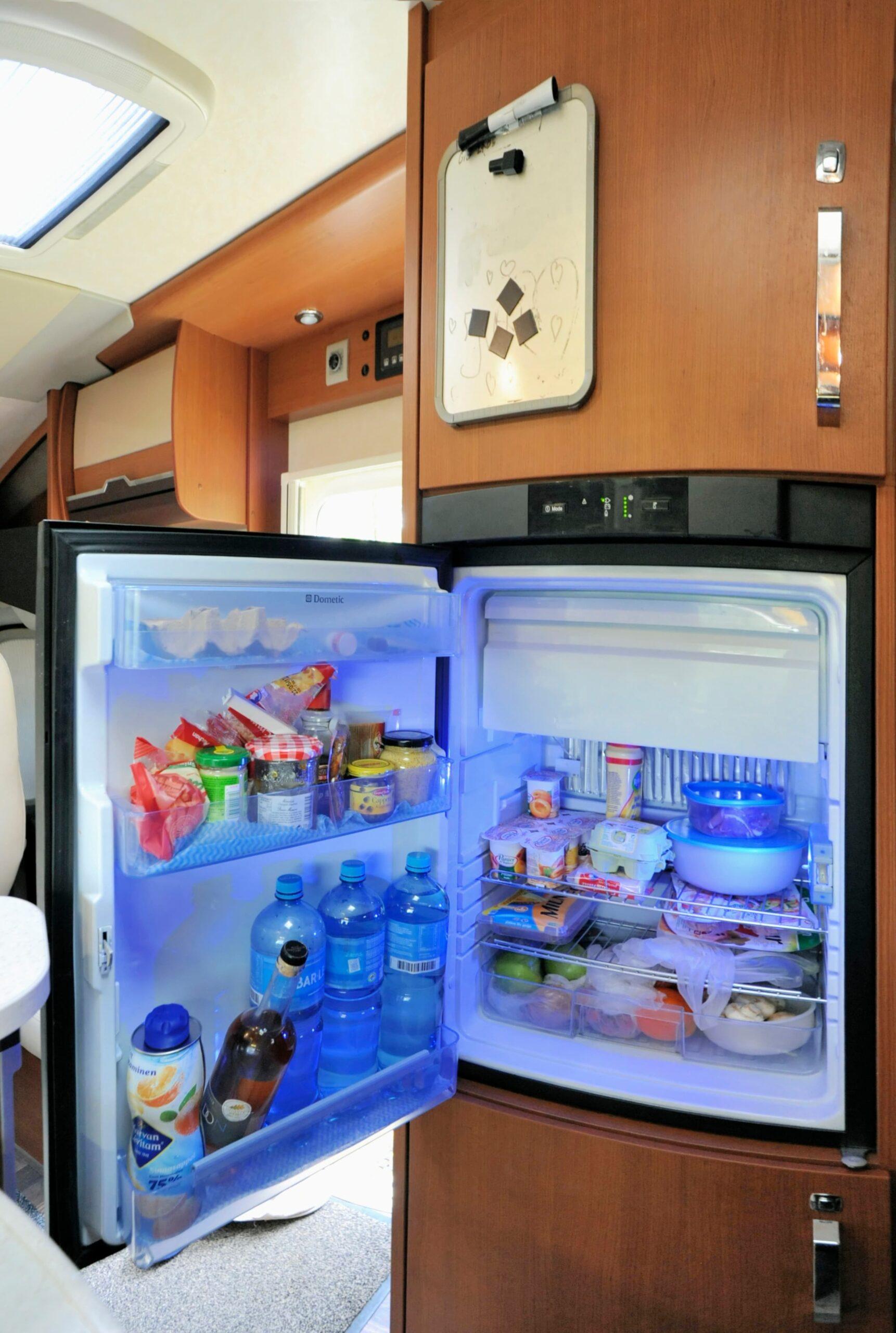 Wie funktioniert ein Kühlschrank im Wohnmobil?