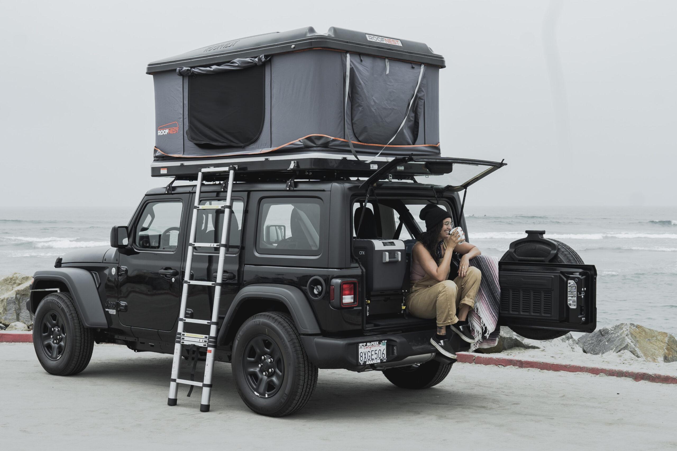 Alquilar una autocaravana: Cómo montar una carpa en el techo de tu autocaravana